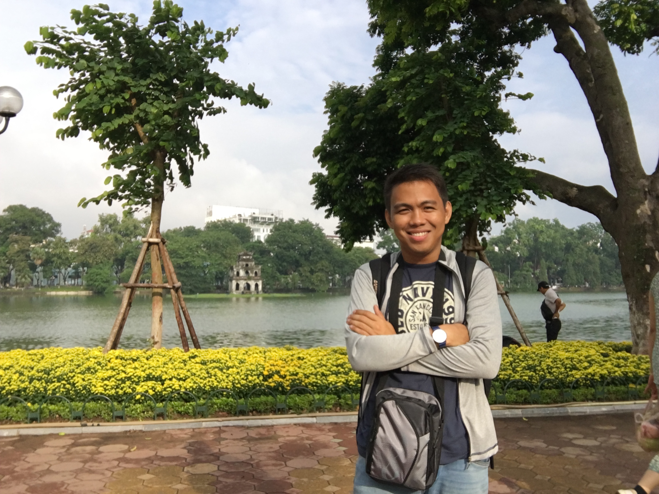 solo-travel-filipino-hoan-kiem-lake