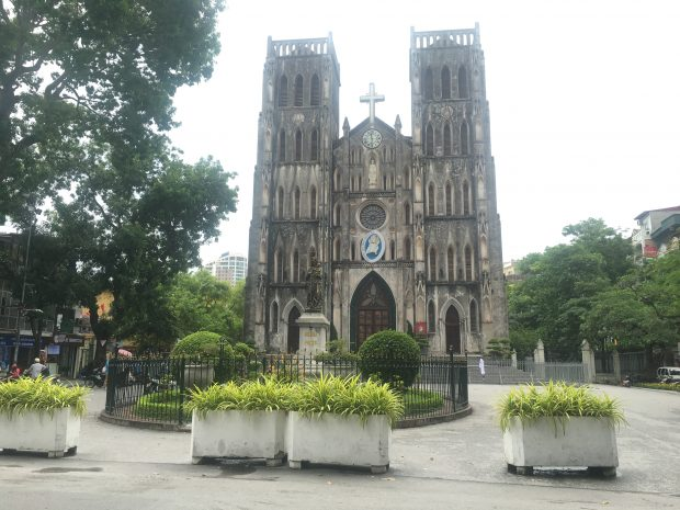 solo-travel-filipino-josephs-cathedral